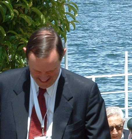 Kissinger at Bilderberg 2004